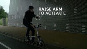 Una chaqueta ayuda a los ciclistas en la conducción | Imagenacion