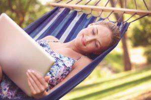 Wi-Fi en el jardín o en la piscina, consejos para una buena conexión al aire libre | Imagenacion